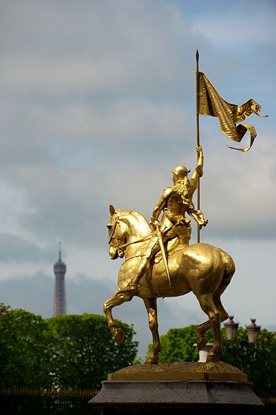 399px-Statue_of_Jeanne_d'Arc_in_Paris,_Rue_de_Rivoli
